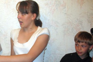 Юные помощники, внучата Лиза и Вова Ситниковы - им пока на двоих 21 год.