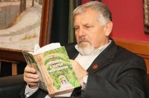 Жданов читает БЕЗ ОЧКОВ!!!